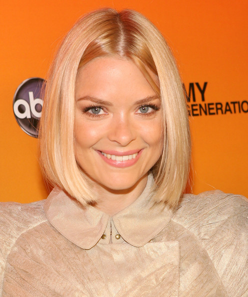 Jaime King Short Hairstyles: Adorable Centre-parted Bob for Chin-length Straight Hair