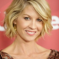 Jenna Elfman's Hairstyle: Cute Short Wavy Bob Hairstyle for 2014