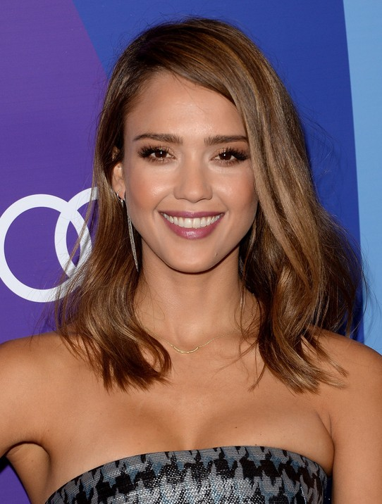 Jessica Alba Hairstyles for women: Side Parted Medium Length Hairstyle