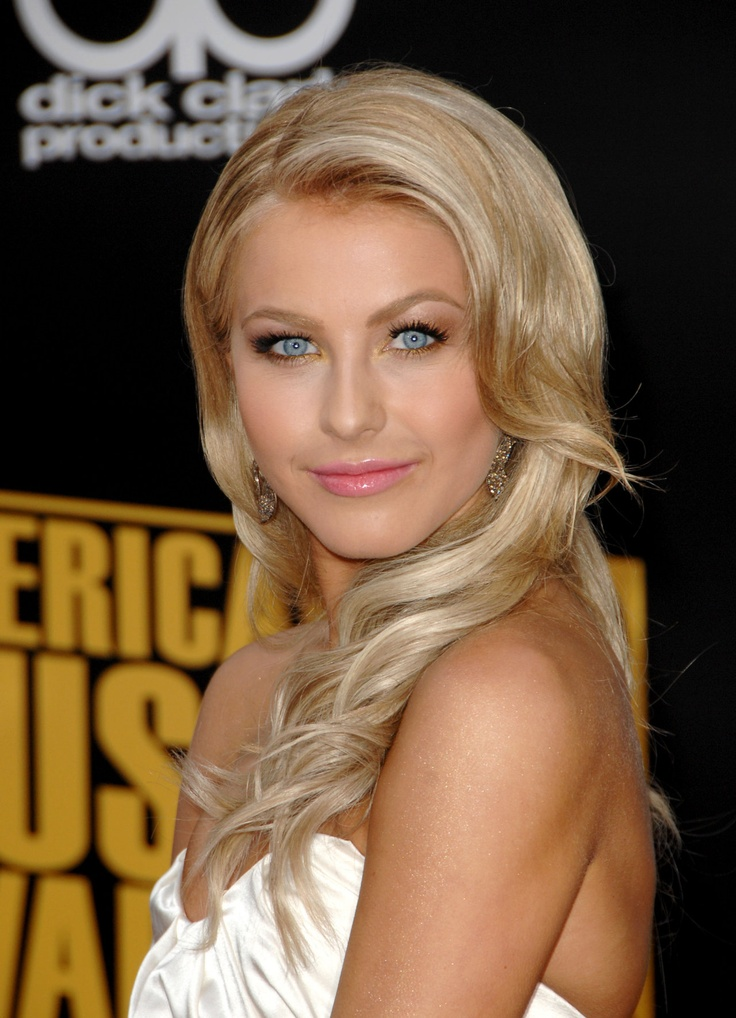 Julianne Hough Retro Hairstyle - Ash Blond Locks