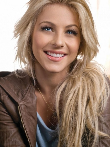 Julianne Hough Retro Hairstyle - Side Ponytail