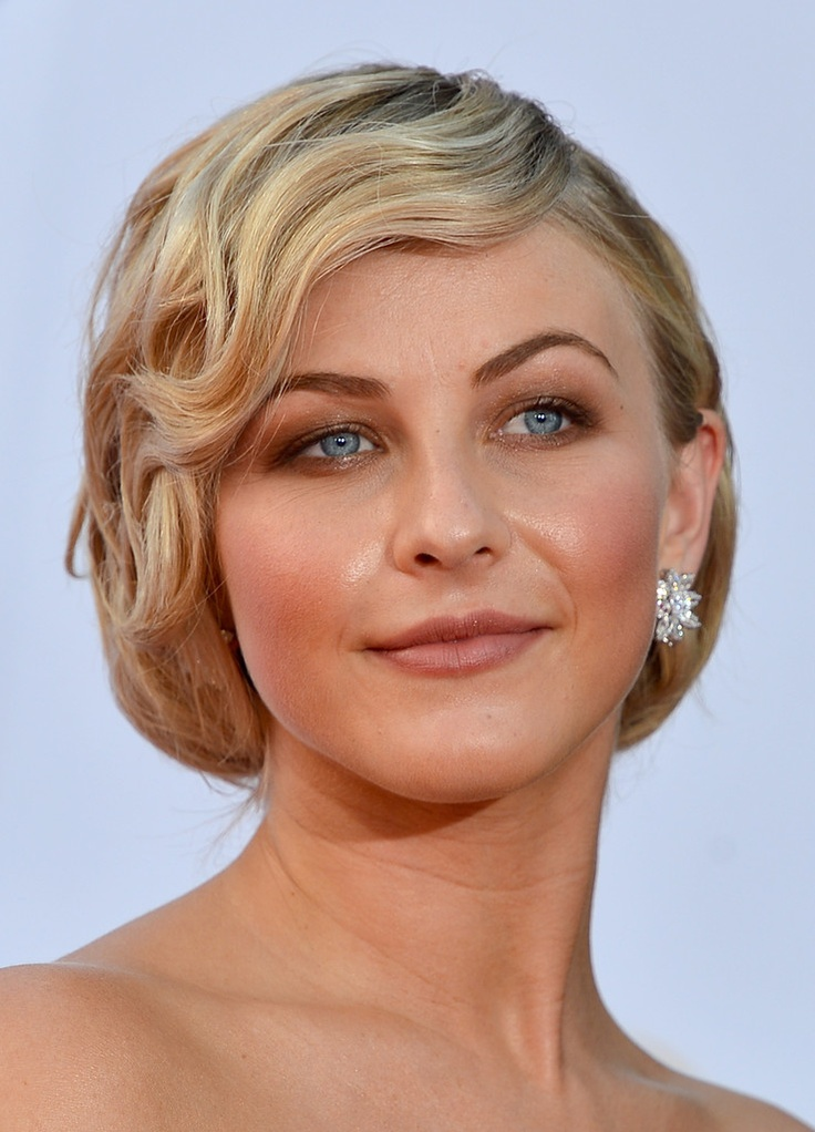 Julianne Hough Retro Hairstyle - Updo