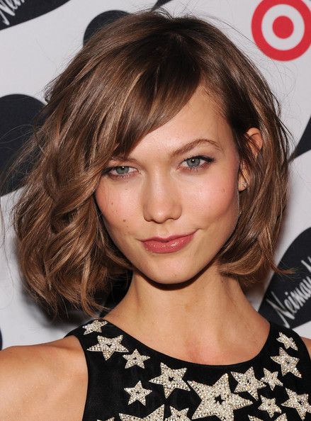Karlie Kloss Short Hairstyles: Curled Chin-length Bob with the Brown Hair Side-Parted