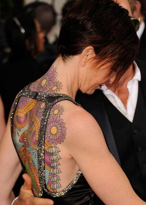 Kate Mestitz'in Dövmeleri - Sırtındaki Dövme