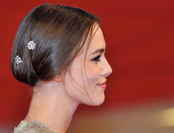Keira Knightley Hair - Sleek Up-do Hairstyle With Clips