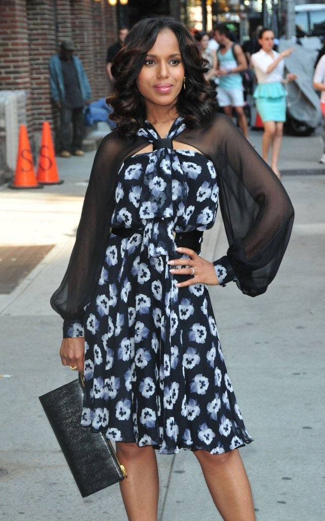 Kerry Washington's Leather Clutch
