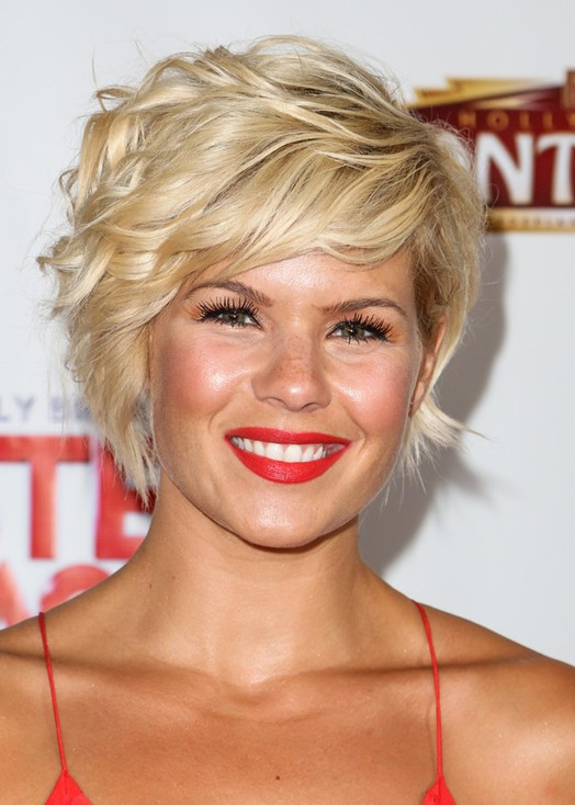 Kimberly Caldwell Short Haircut : Trendy Short Blonde Wavy Haircut with Side Swept Fringes