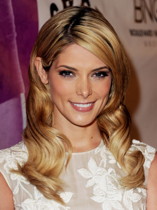 Latest Popular Celebrity Hairstyles: Medium Blonde Wavy Hair