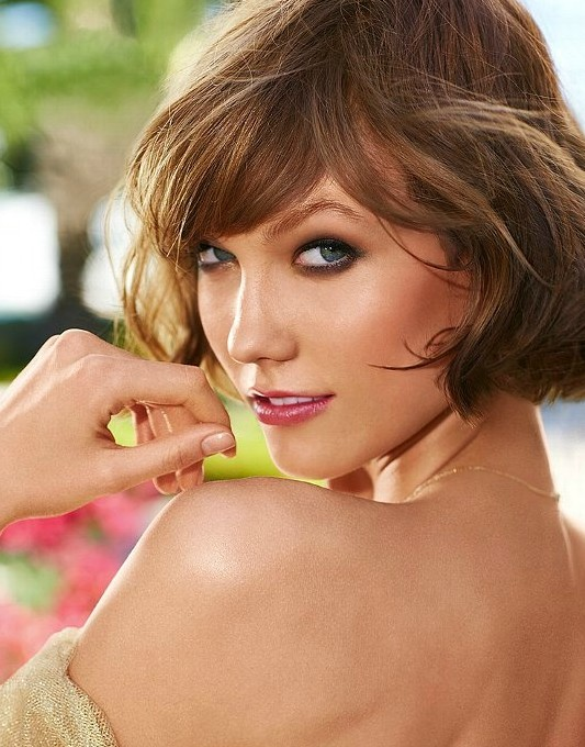 Lovely Short Hairstyle for 2014: KarlieKloss' Hairstyle with Bangs
