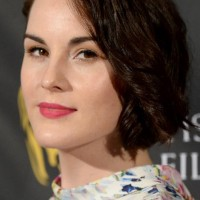 Michelle Dockery's Short Curly Hairstyle: Fresh and Chic