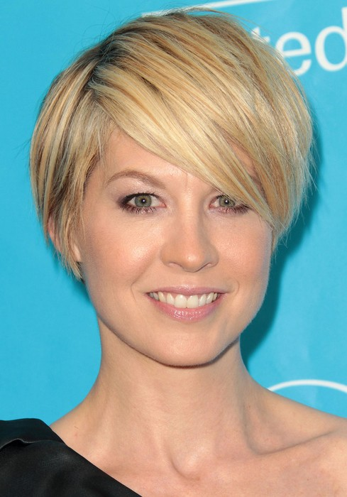 Most Popular Hairstyle for 2014: Jenna Elfman's Short Straight Hairstyle with Bangs