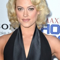 Peta Murgatroyd's Short Curly Hairstyle: Sleek and Textured