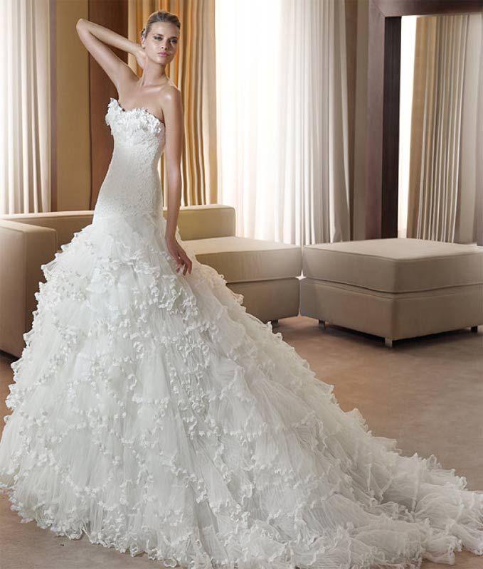 Pronovias Wedding Dress - Strapless Ruffles Wedding Gown