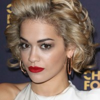 Rita Ora's Short Curly Hairstyle: Classic