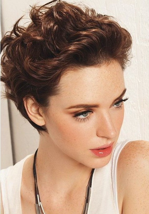 Sexy Short Wavy Curly Hairstyle for Women