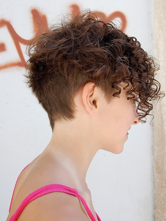 Side View of Trendy Short Curly Hairstyle: Curly Hairstyles for 2014