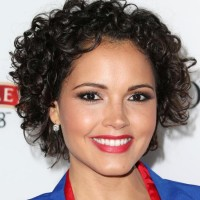 Susie Castillo's Short Curly Hairstyle: Lovely yet Sassy