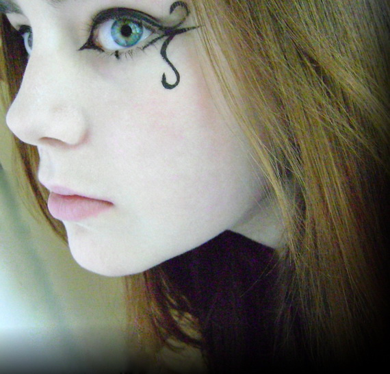 gothic makeup with simple eyeline