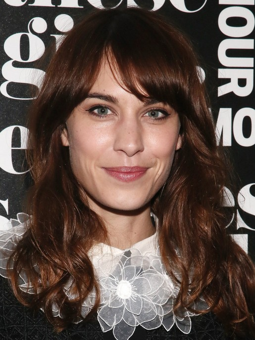 2014 Alexa Chung Medium Hairstyles: Curled with Side-swept Bangs