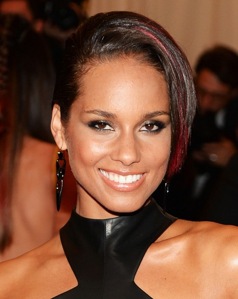 2014 Alicia Keys' Short Hairstyles: Asymmetric Smooth Short Haircut for Black Women