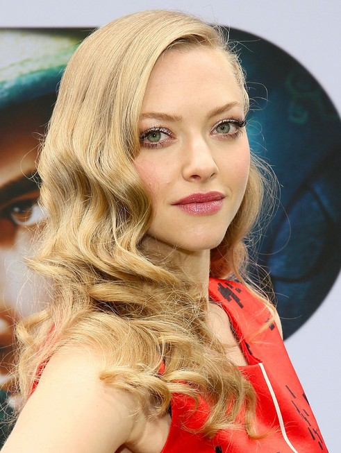 2014 amanda seyfried hairstyles long curly hairstyle for