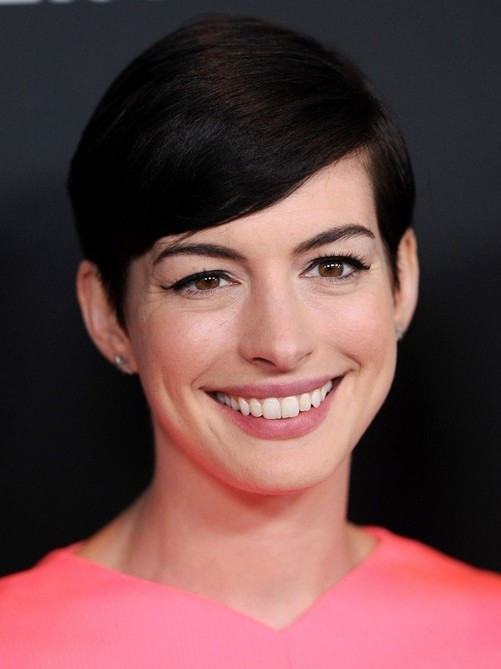 2014 Anne Hathaway Hairstyles: Easy Short Pixie Haircut with Side Swept Bangs