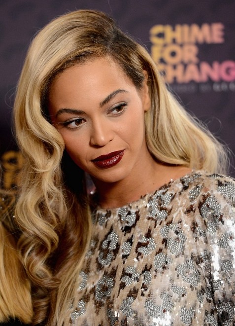2014 Beyonce Knowles Hairstyles: Blonde Long Wavy Hair