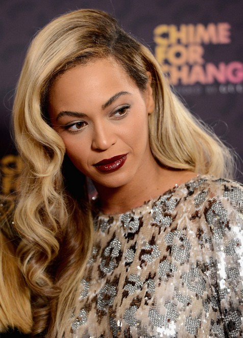 2014 Beyonce Knowles Long Hairstyles: Curly Hair