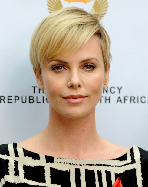 2014 Charlize Theron's Short Hairstyles: Cropped and Simple Haircut for Short Hair