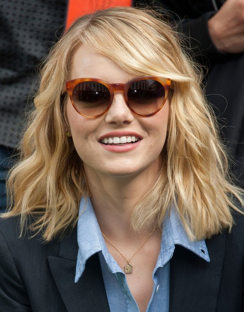 2014 Emma Stone Hairstyles: Blunt Layered Hairstyles for Medium Hair ...