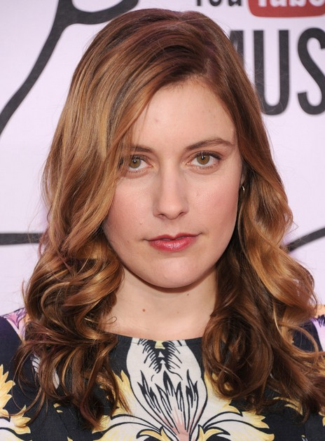2014 Greta Gerwig Medium Hairstyles: Bouncy Waves