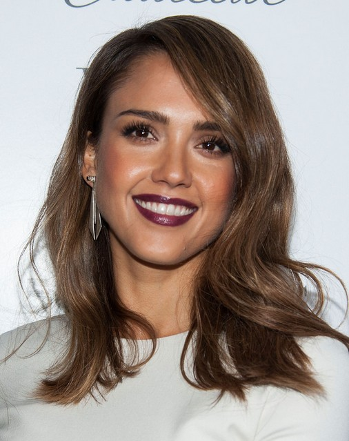 2014 Jessica Alba Medium Hairstyles: Brown Straight Hair