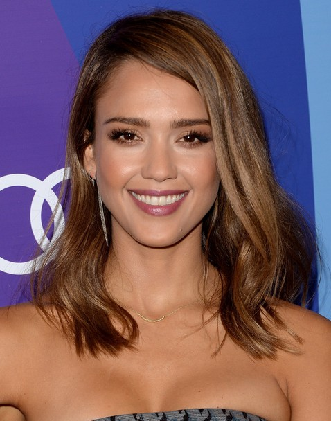 2014 Jessica Alba Medium Hairstyles: Sleek and Shiny