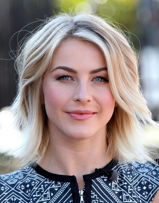 2014 Julianne Hough Hairstyles: Medium Layered Haircut