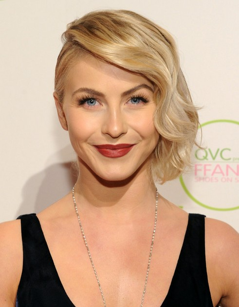 2014 Julianne Hough's Short Hairstyles: Wavy Hair