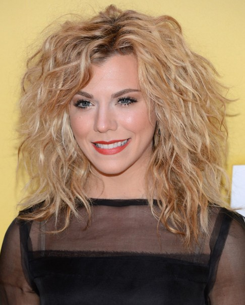 2014 Kimberly Perry Medium Hairstyles: Messy Waves