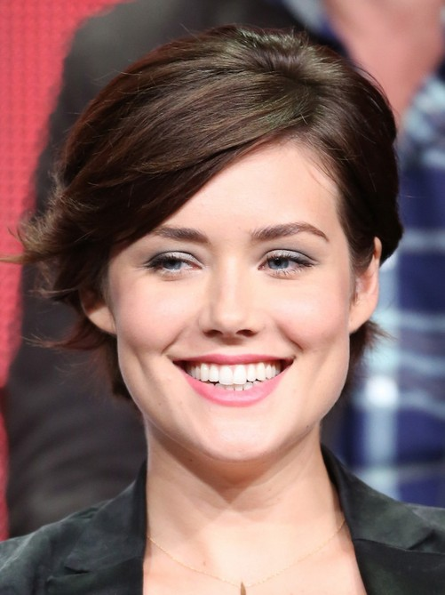 2014 Megan Boone's Short Hairstyles: Short Haircut with Side Bangs