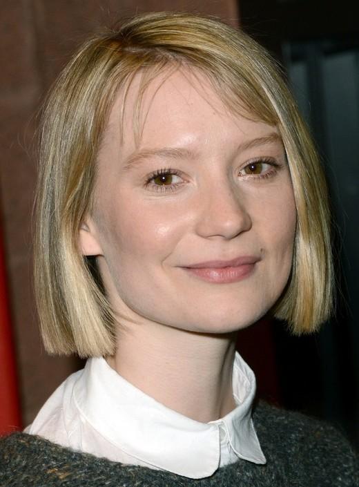 2014 Mia Wasikowska's Short Hairstyles: Blonde Blunt Bob