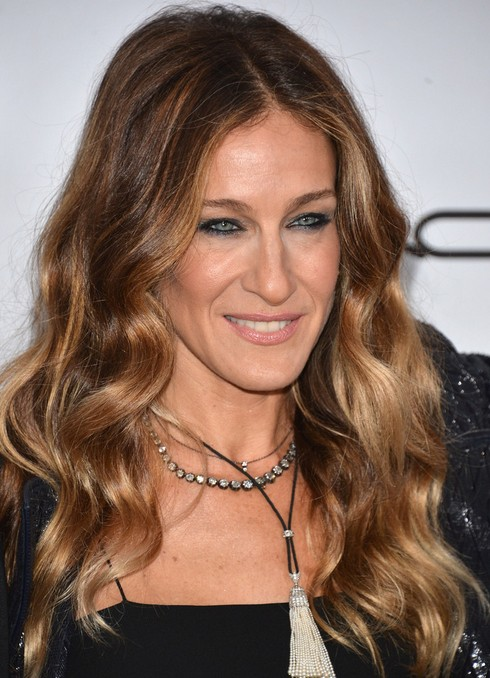2014 Sarah Jessica Parker Hairstyles: Center Part Hairstyle for Long Waves
