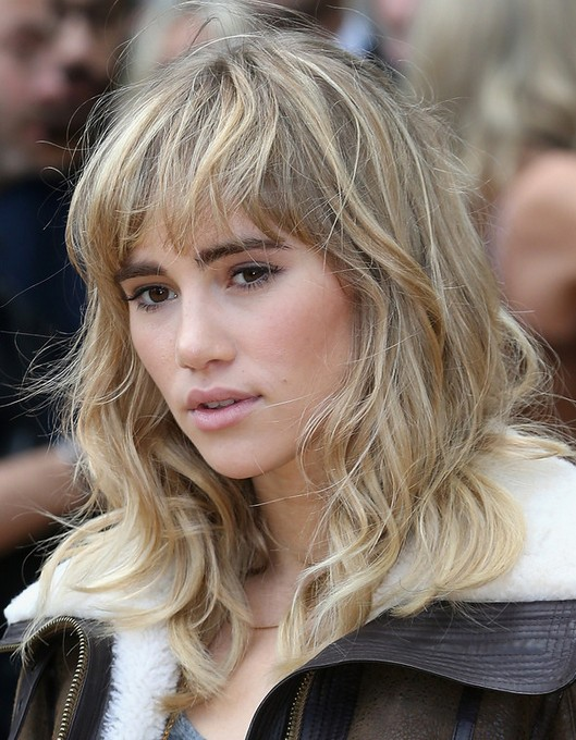 2014 Suki Waterhouse Medium Hairstyles: Wavy Hair with Blunt Bangs