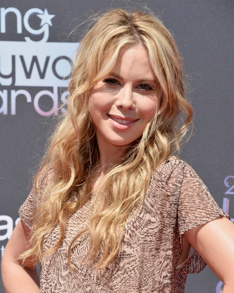 2014 Tara Lipinski Long Hairstyles: Layered Wavy Hair