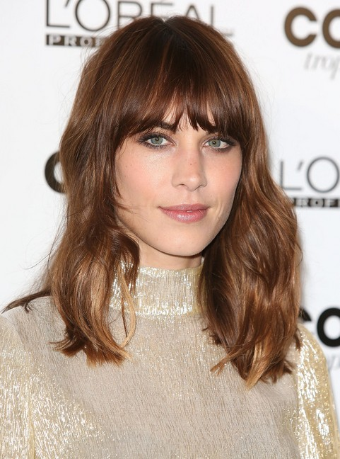 Alexa Chung Hairstyles: 2014 Brown Haircut with Blunt Bangs