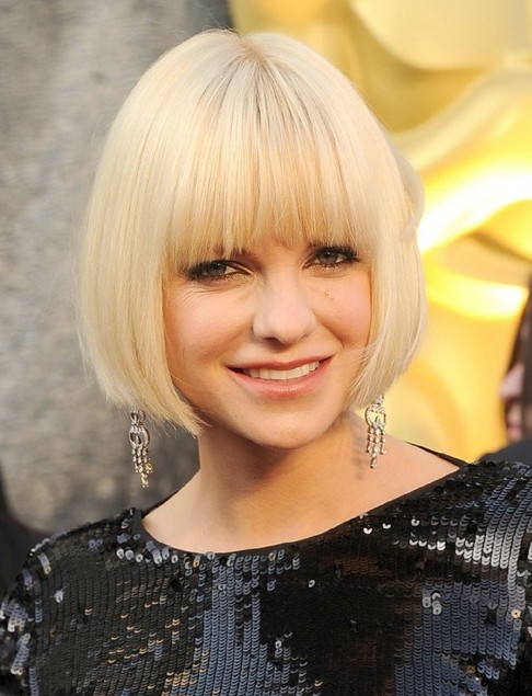 Anna Faris's Short Hairstyles: Classic Bob Haircut with Blunt Bangs