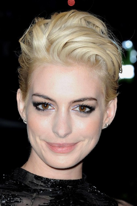 Anne-Hathaway's short hairstyles