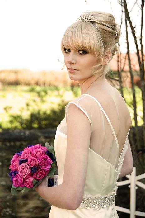 свадебная прическа на светлые волосы с челкой