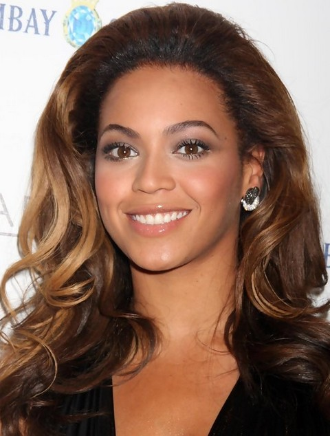 Beyonce Hairstyles: Super-chic Chocolate Ombre Long Wavy Haircut