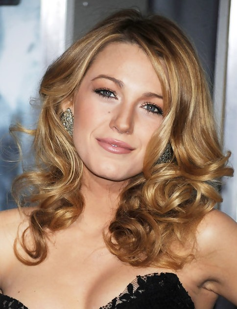 Blake Lively Long Hairstyle: Romantic Curls - Pretty Designs