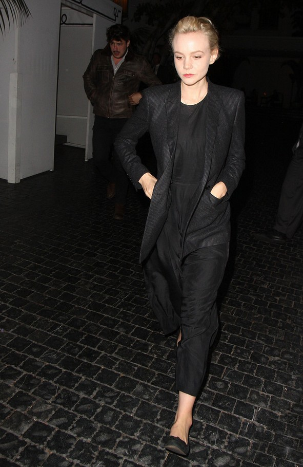 Carey Mulligan Relaxed Black Pantsuit