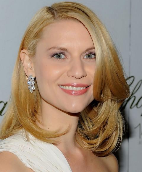 Claire Dandes Hairstyles: Glamorous Layered Haircut for Medium Hair