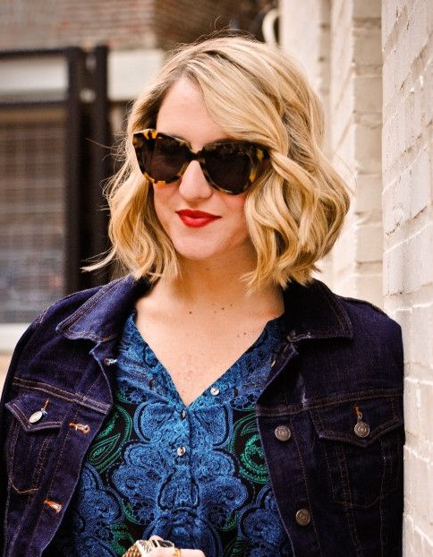Cool Stylish Short Blonde Curly Bob Hairstyle: Side Parting